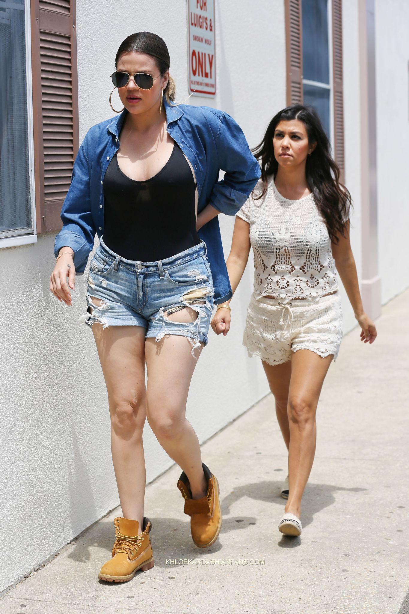 Kourtney And Khloe Kardashian Street Style 03 Gotceleb
