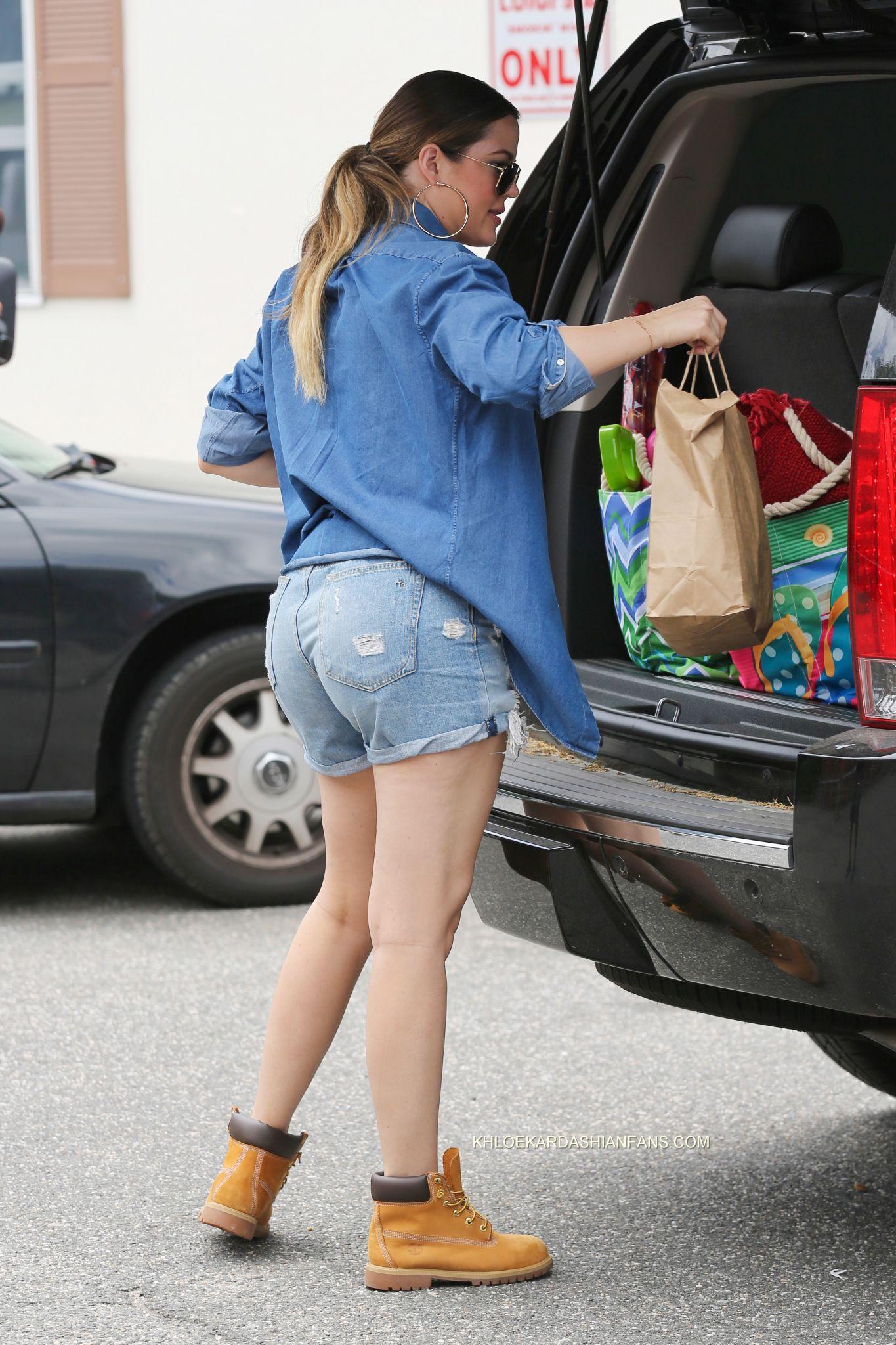 Kourtney and Khloe Kardashian Street Style -11 | GotCeleb