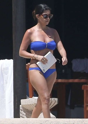Kourtney Kardashian in blue bikini -06