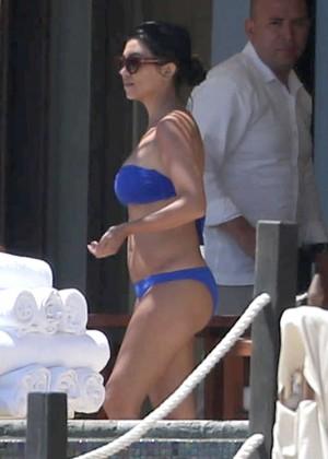 Kourtney Kardashian in blue bikini -08