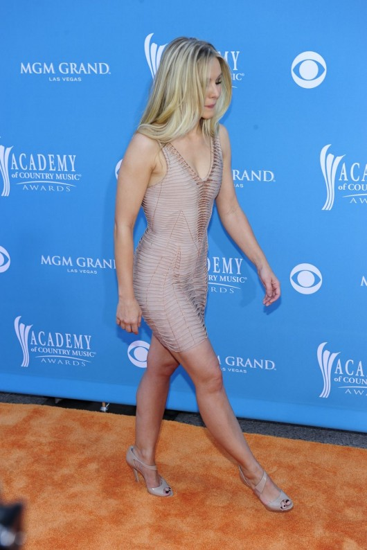 kristen-bell-at-45th-annual-academy-of-country-music-awards-07