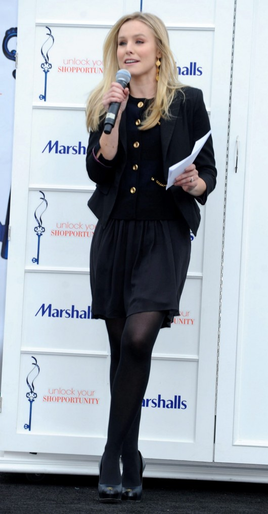 kristen-bell-at-marshalls-dress-for-success-fashion-show-2010-06