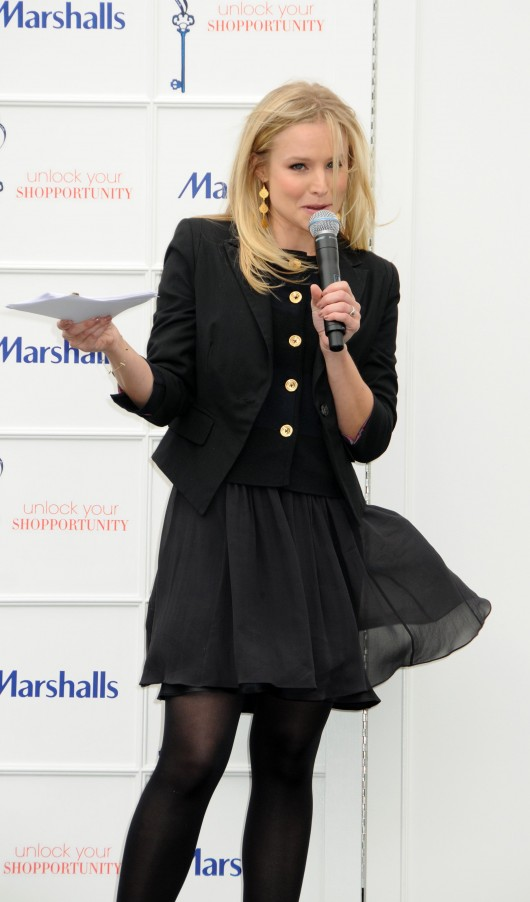 kristen-bell-at-marshalls-dress-for-success-fashion-show-2010-11