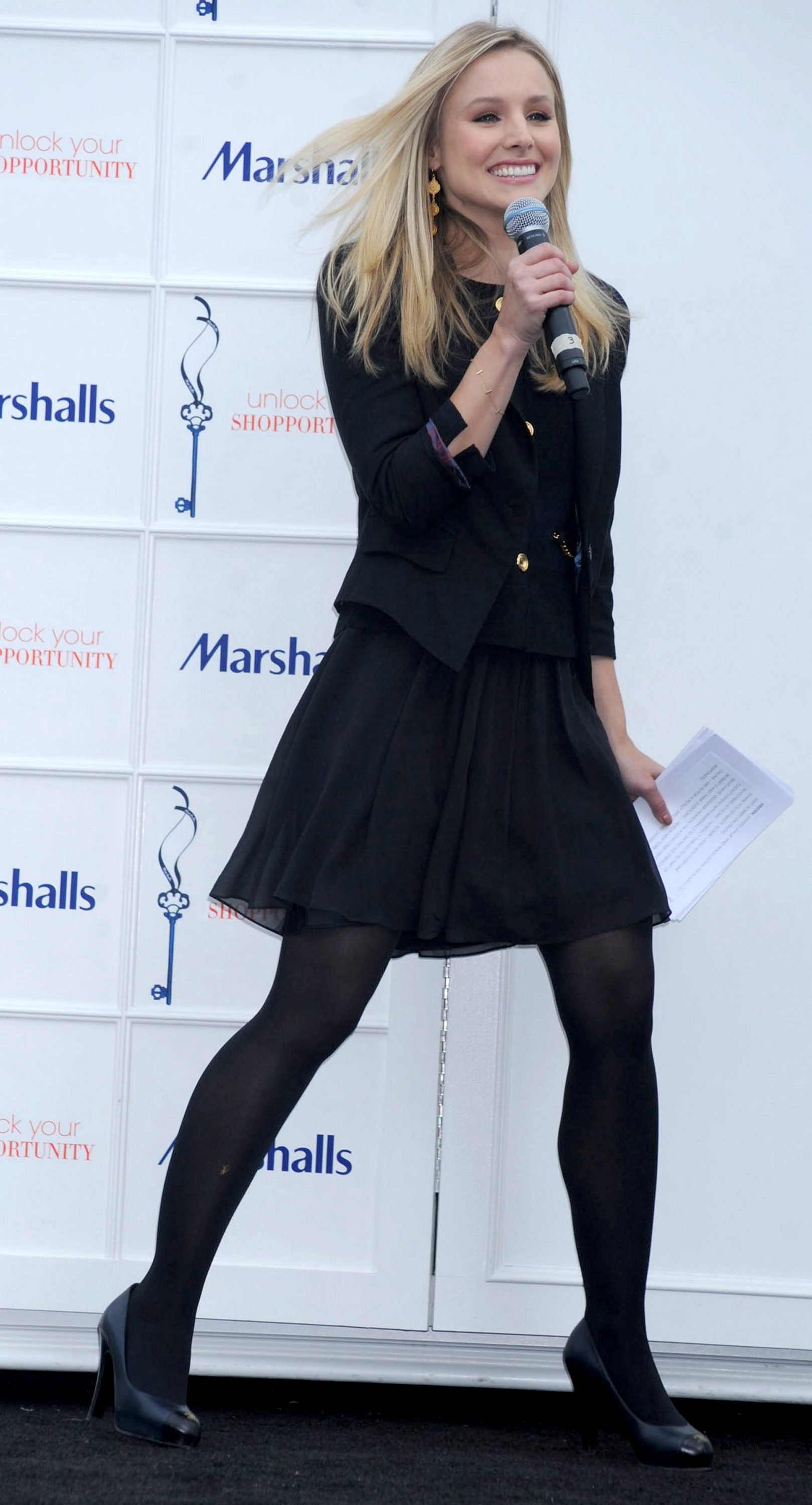 kristen bell at marshalls dress for success fashion show 2010 16 kristen bell at marshalls dress for success fashion show 2010 16 full size