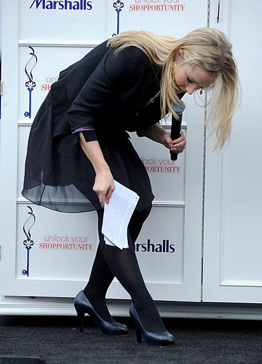 kristen-bell-at-marshalls-dress-for-success-fashion-show-2010-17