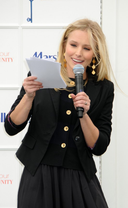 kristen-bell-at-marshalls-dress-for-success-fashion-show-2010-21