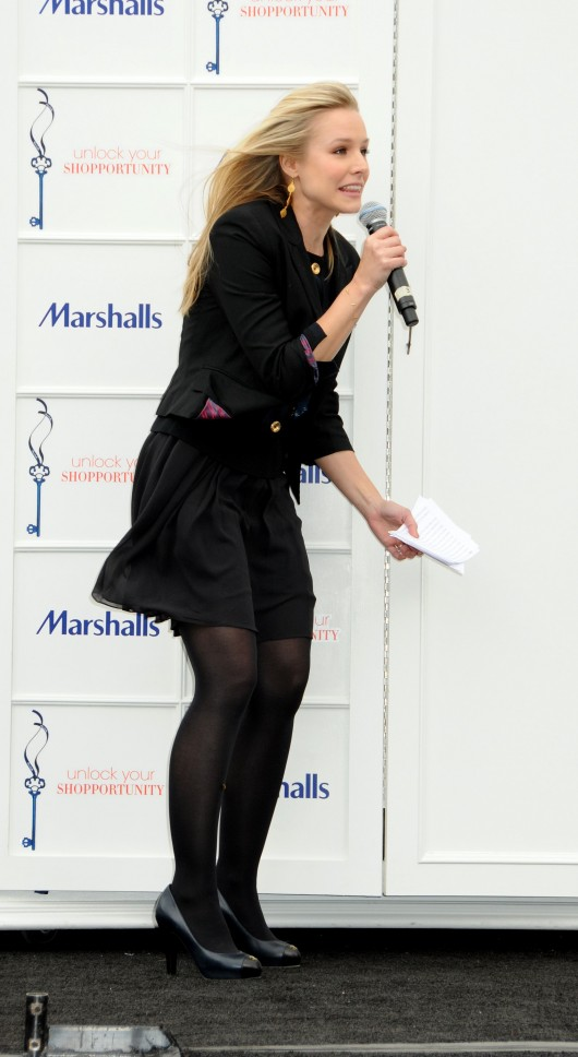 kristen-bell-at-marshalls-dress-for-success-fashion-show-2010-22