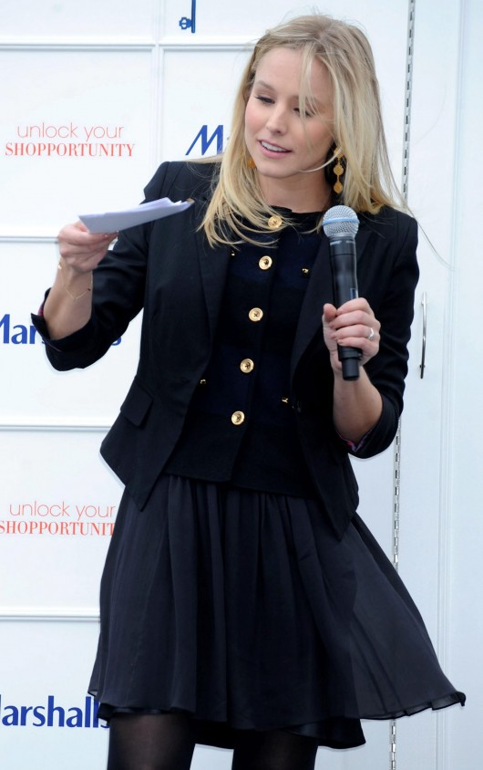 kristen-bell-at-marshalls-dress-for-success-fashion-show-2010-27