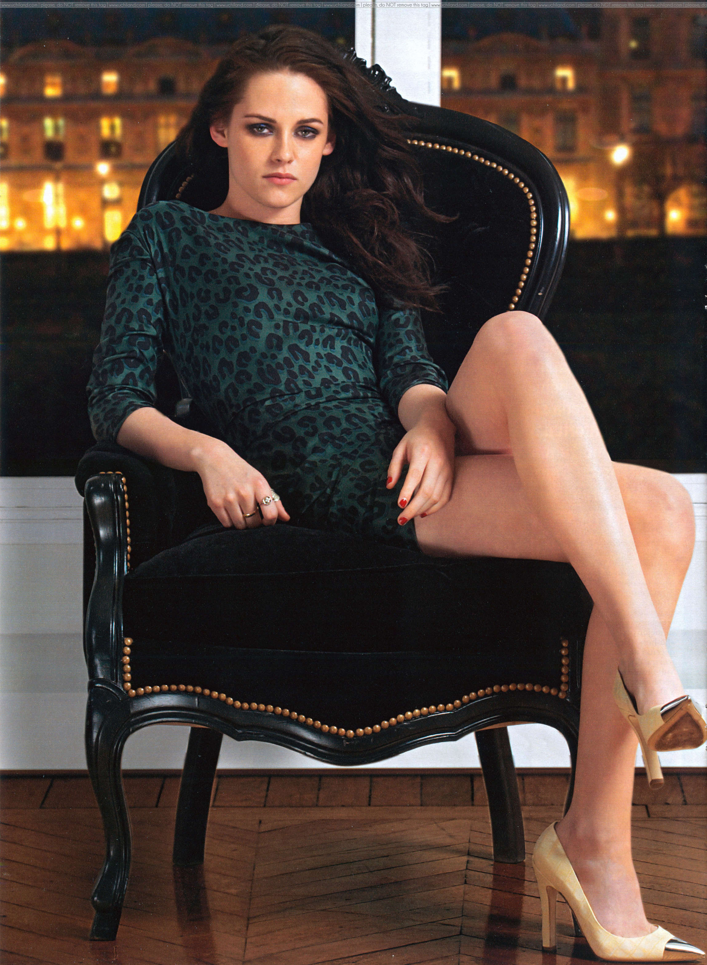 Download this Kristen Stewart Showing Sexy Legs Hola Magazine Full Size picture