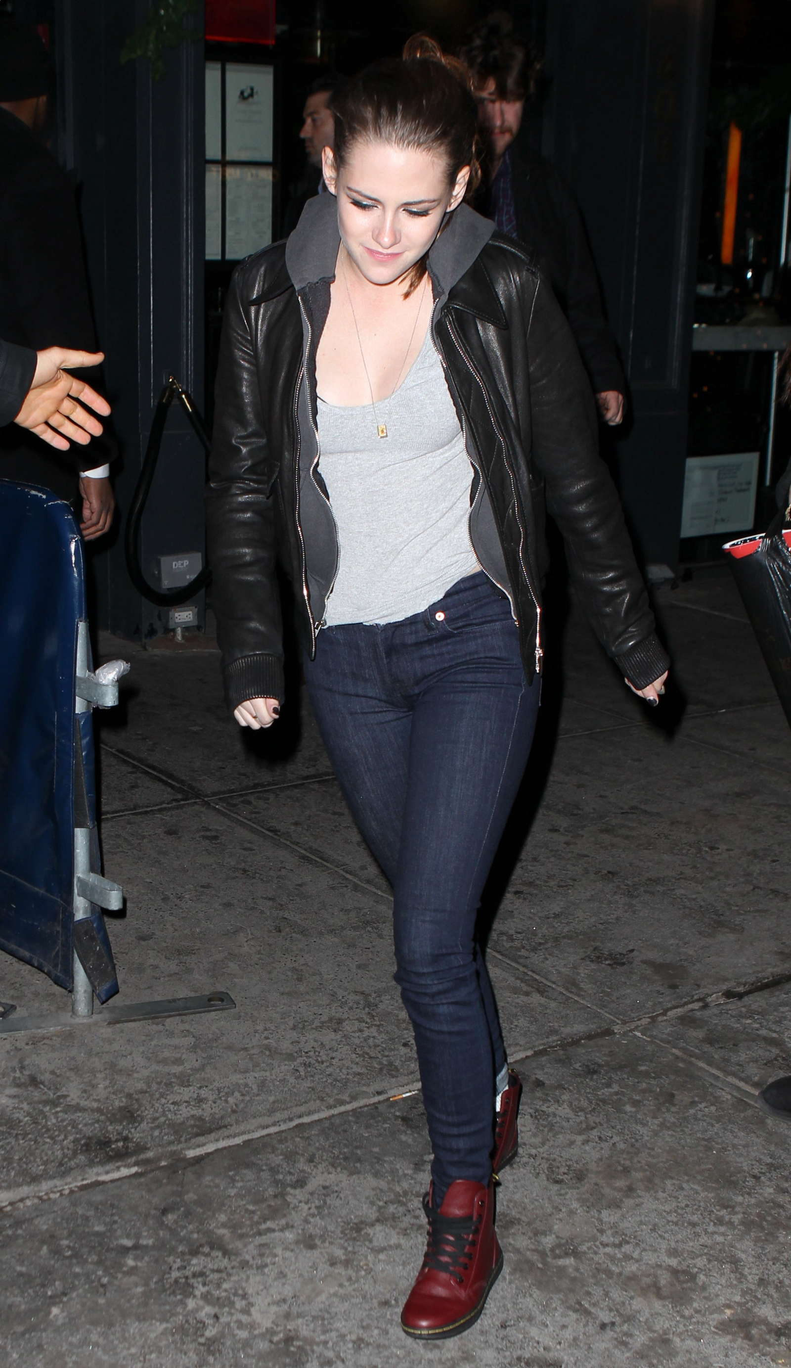 Kristen Stewart In Tight Jeans 02 Gotceleb