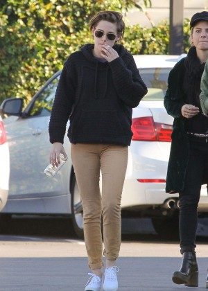 Kristen Stewart - Out for Lunch with friends in LA