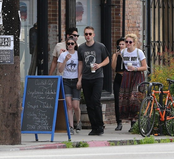 Kristen Stewart and Robert Pattinson in Los Feliz-02
