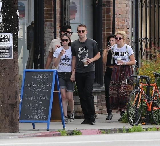 Kristen Stewart and Robert Pattinson in Los Feliz-02