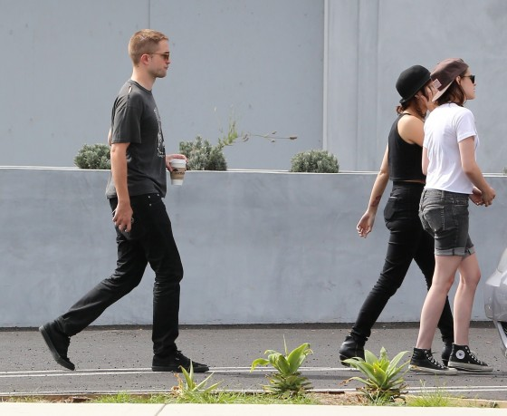 Kristen Stewart and Robert Pattinson in Los Feliz-10