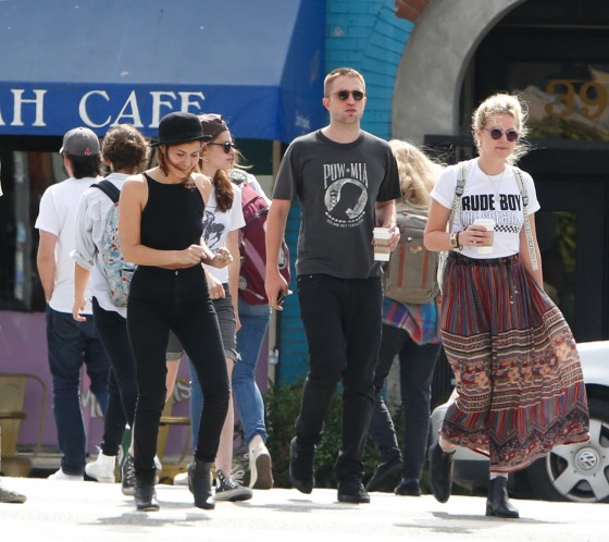 Kristen Stewart and Robert Pattinson in Los Feliz-11