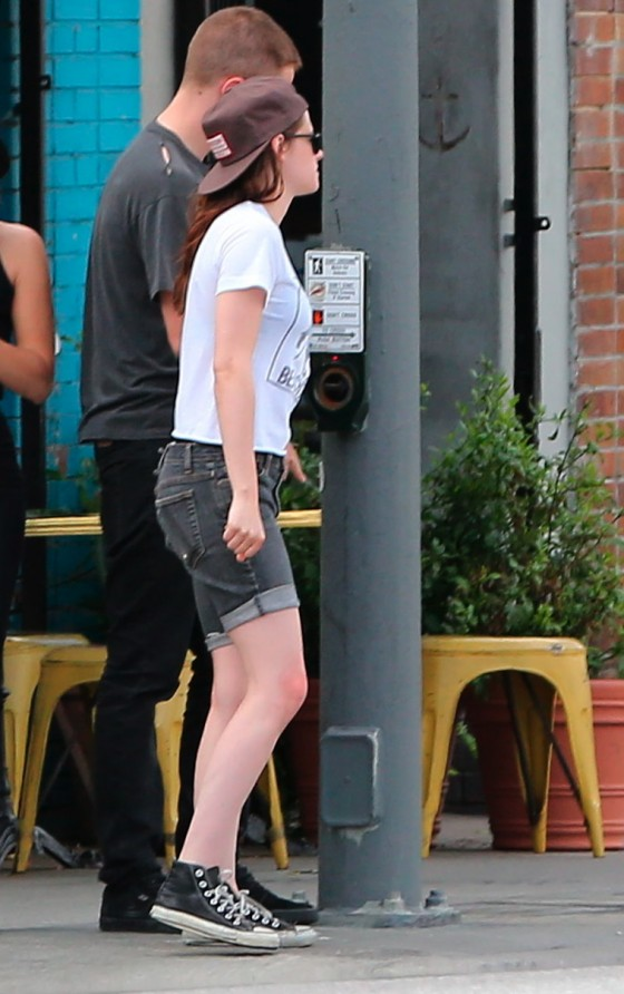 Kristen Stewart and Robert Pattinson in Los Feliz-13