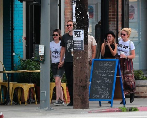 Kristen Stewart and Robert Pattinson in Los Feliz-14