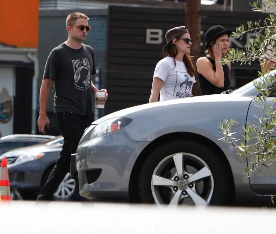 Kristen Stewart and Robert Pattinson in Los Feliz-16