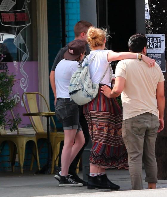 Kristen Stewart and Robert Pattinson in Los Feliz-21