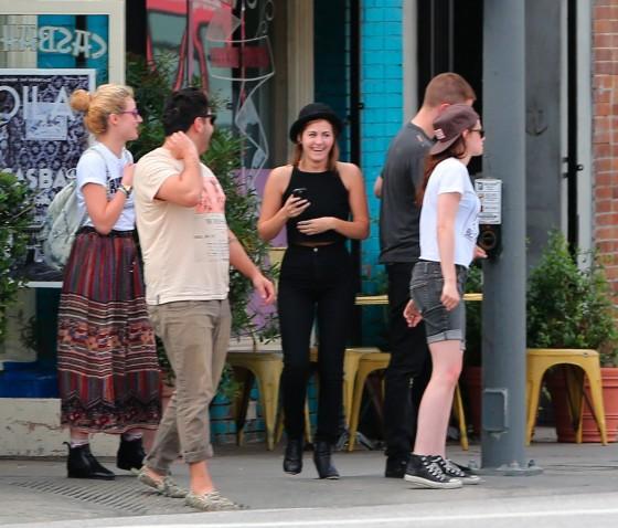 Kristen Stewart and Robert Pattinson in Los Feliz-22