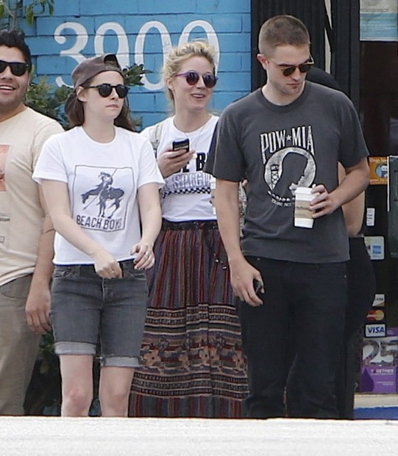 Kristen Stewart and Robert Pattinson in Los Feliz-23