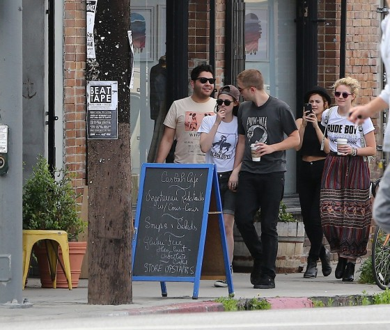 Kristen Stewart and Robert Pattinson in Los Feliz-25