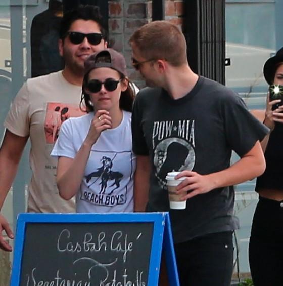 Kristen Stewart and Robert Pattinson in Los Feliz-26