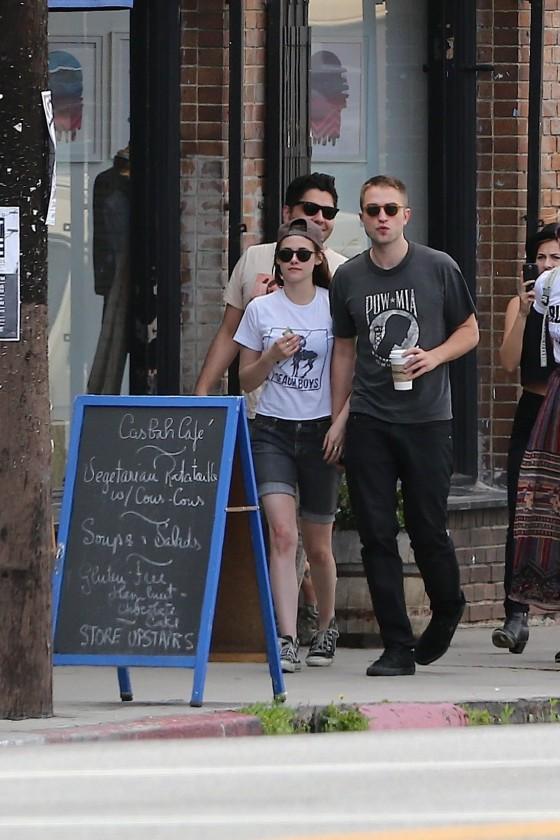 Kristen Stewart and Robert Pattinson in Los Feliz-28