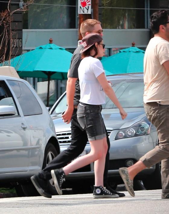 Kristen Stewart and Robert Pattinson in Los Feliz-40