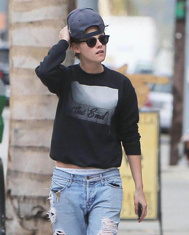 Kristen Stewart In Ripped Jeans 17 Gotceleb