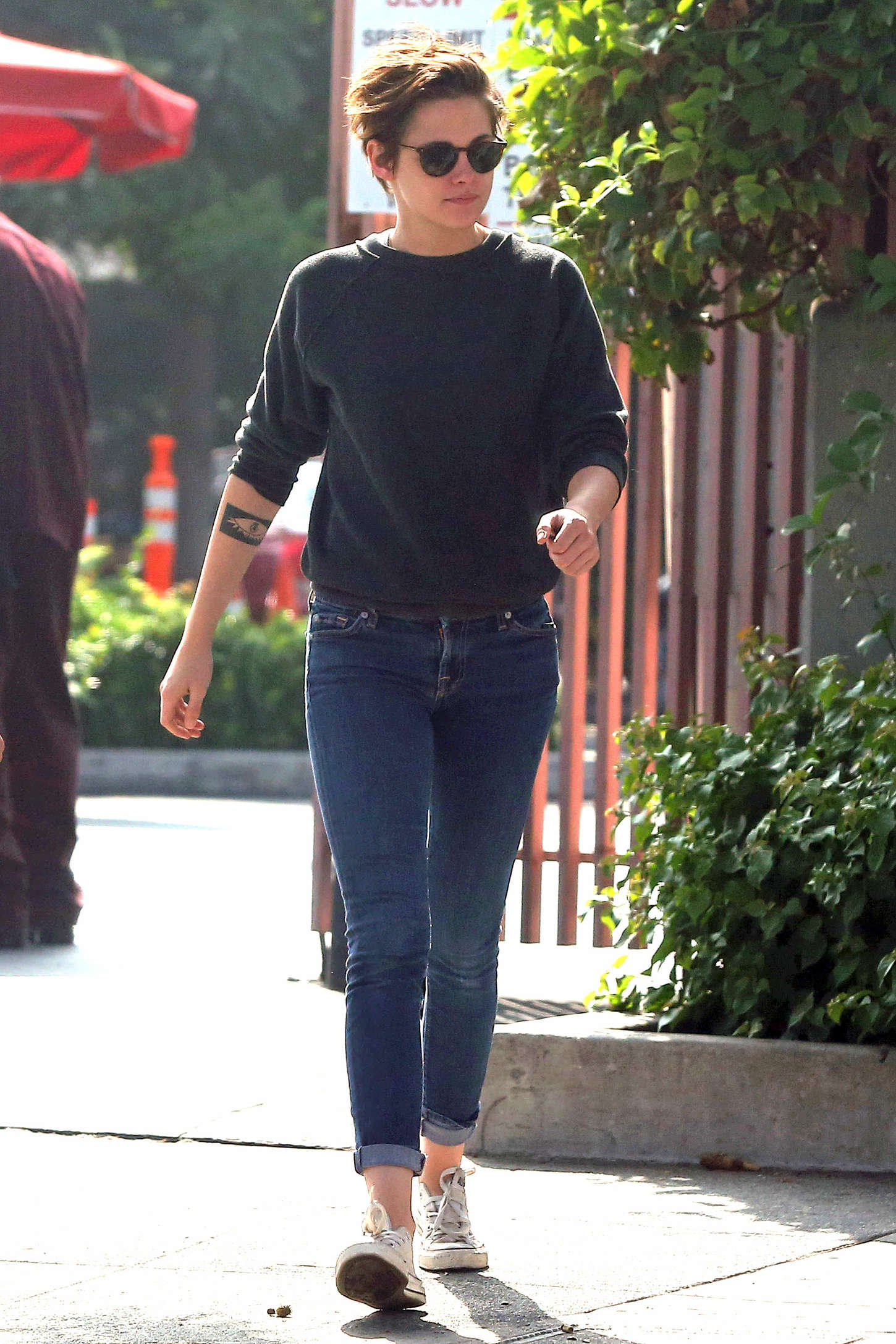Kristen Stewart In Tight Jeans Out With Friends 43 Gotceleb