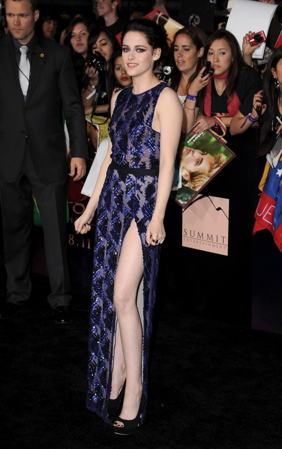 Kristen Stewart – Leggy at The Twilight Saga: Breaking Dawn Part 1 LA Premiere-01