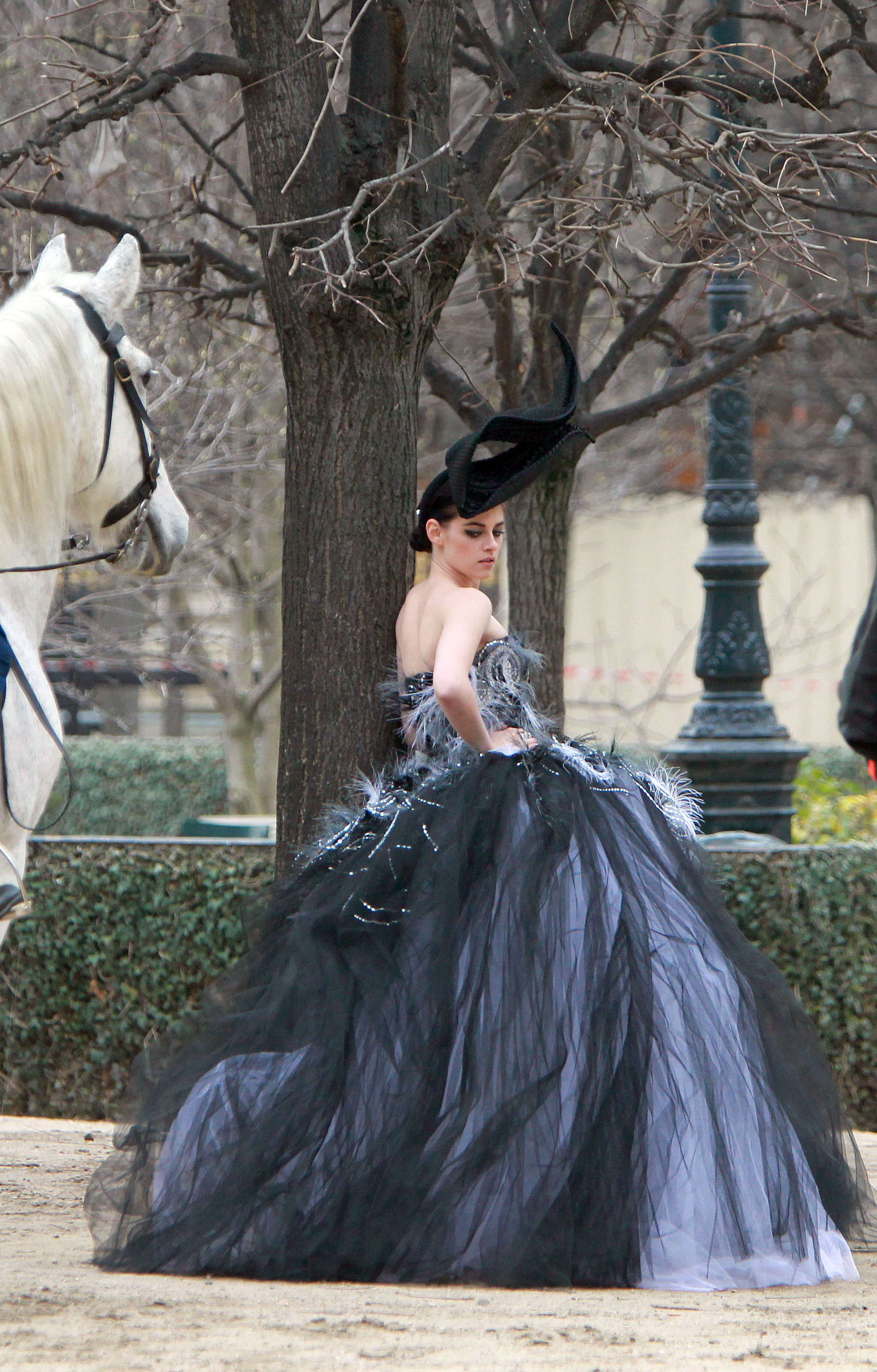 Kristen Stewart Wear Dress For Vanity Fair Photo Shoot-08