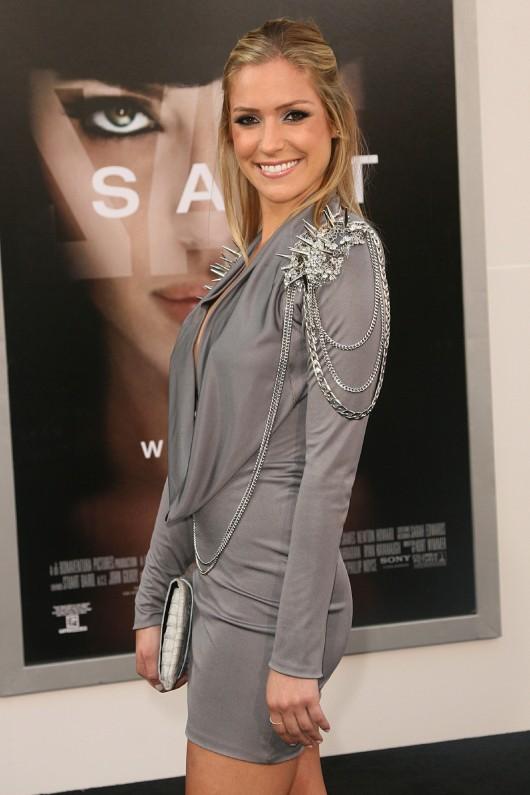 Kristin Cavallari 2010 : kristin-cavallari-cleavage-at-salt-premiere-in-los-angeles-09