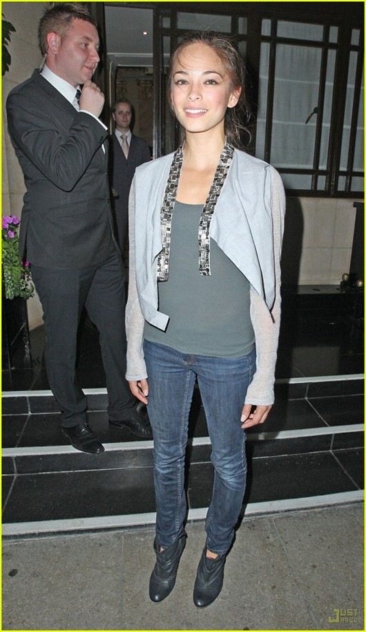 kristin-kreuk-candids-in-london-04