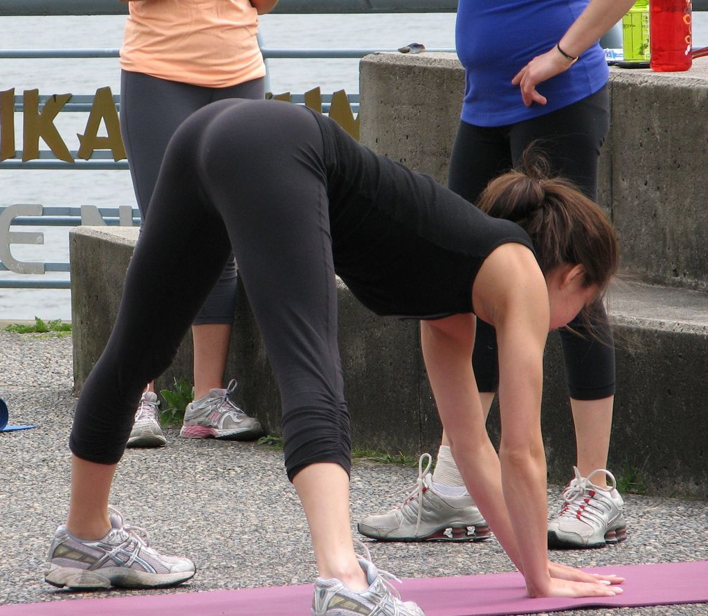 Kristin Kreuk Working Out In Spandex -10