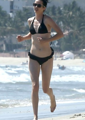 Krysten Ritter bikini: 2014 in Miami -14