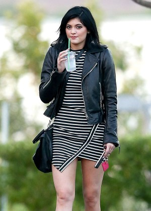 Kylie Jenner Seen out in Calabasas-10
