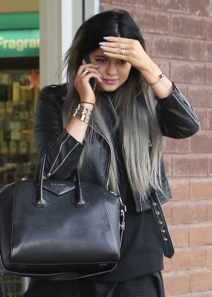 Kylie Jenner - Shopping at CVS Pharmacy in LA