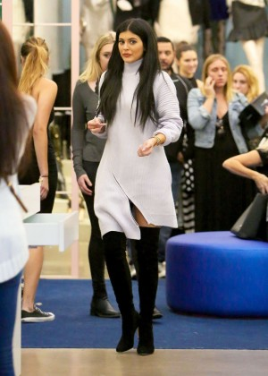 Kylie Jenner - Shopping at Nasty Gal's in West Hollywood