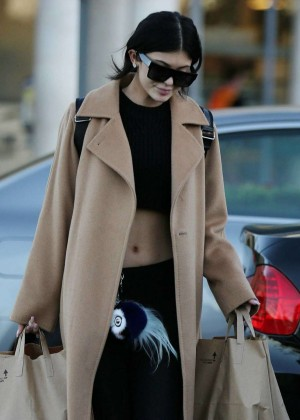 Kylie Jenner - Shopping at Ralph's in California
