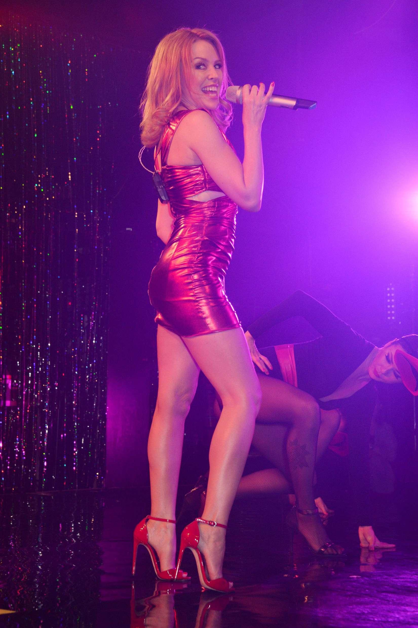 Miley cyrus show live hot - 2 part 6