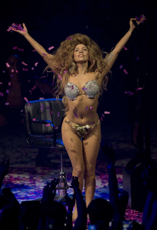 Lady-Gaga---2013-iTunes-Festival--21.jpg