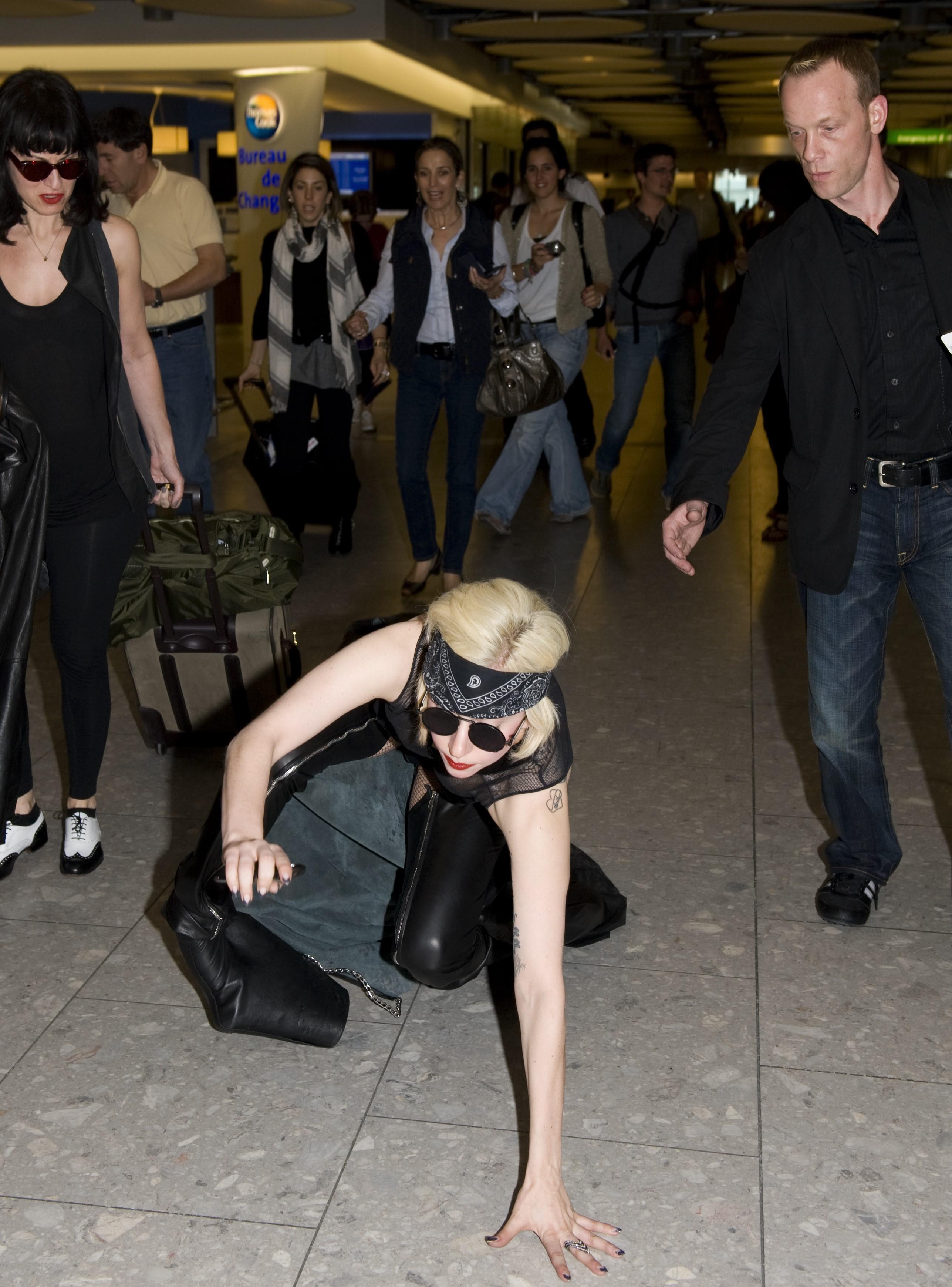 lady-gaga-falls-at-heathrow-airport-in-l