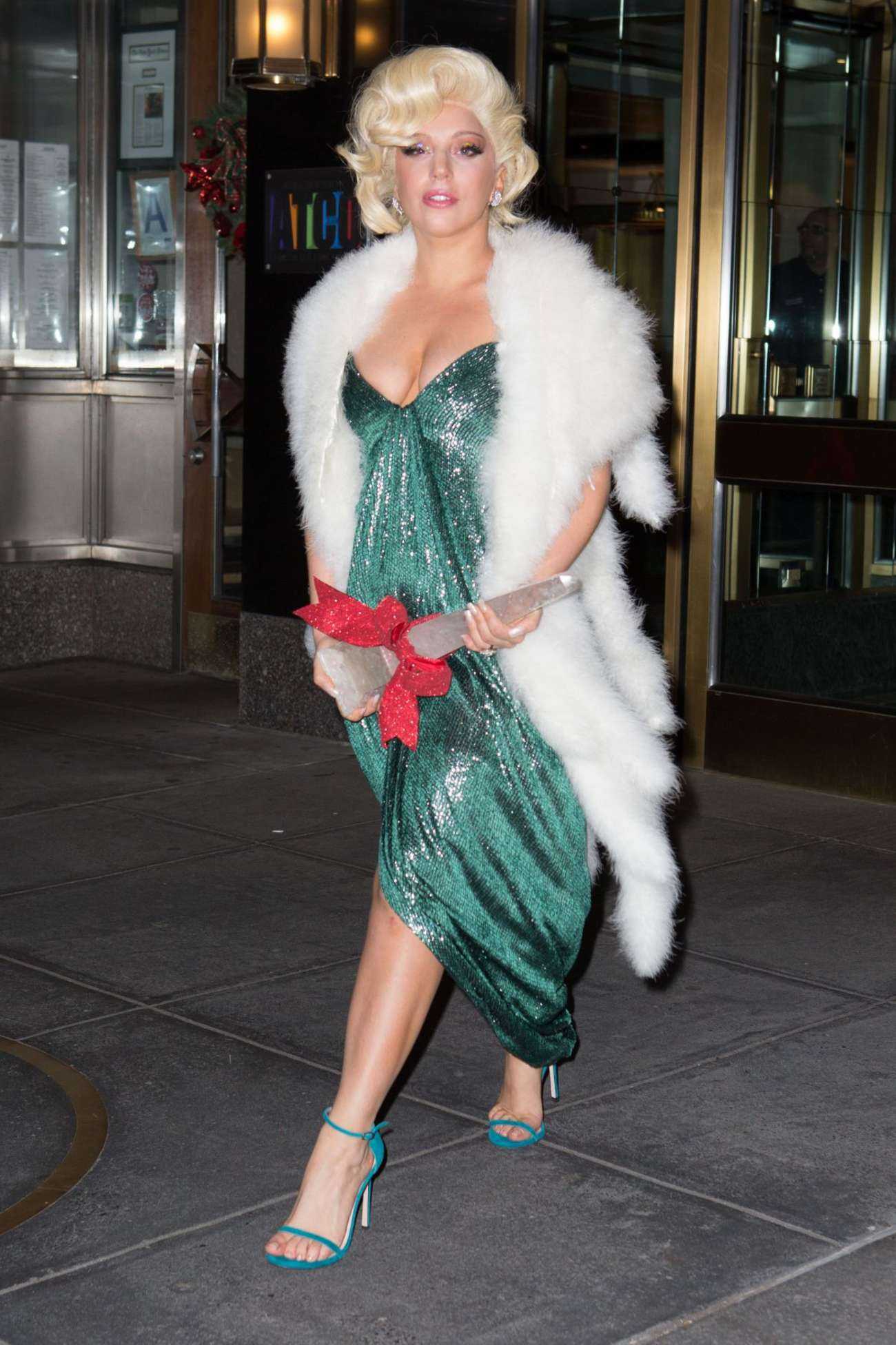 Lady-Gaga-in-Green-Dress--03.jpg