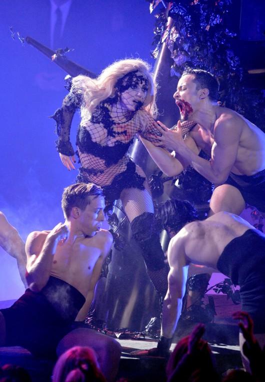 lady-gaga-performance-pics-on-american-idol-hq-2010-02