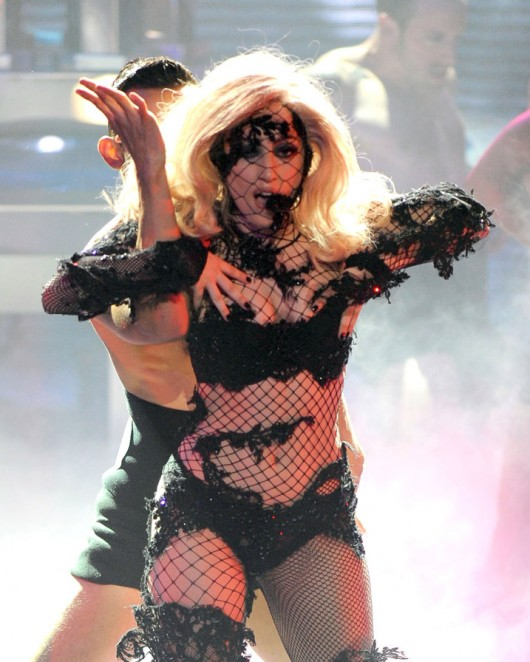 lady-gaga-performance-pics-on-american-idol-hq-2010-06