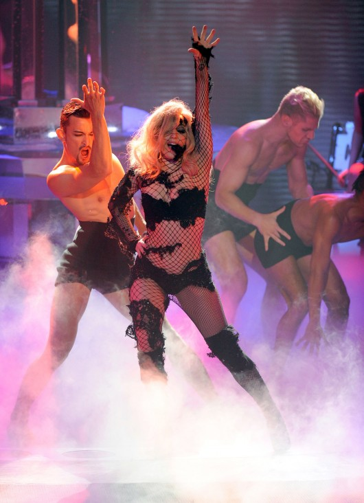 lady-gaga-performance-pics-on-american-idol-hq-2010-08