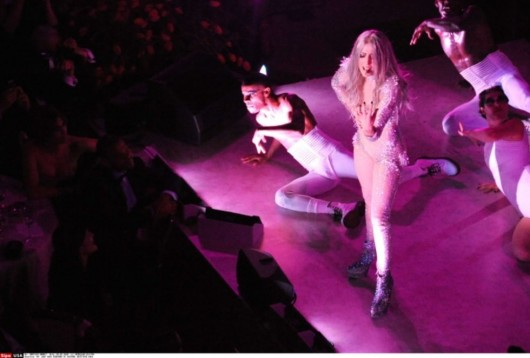 lady-gaga-performing-at-costume-institute-gala-in-nyc-08