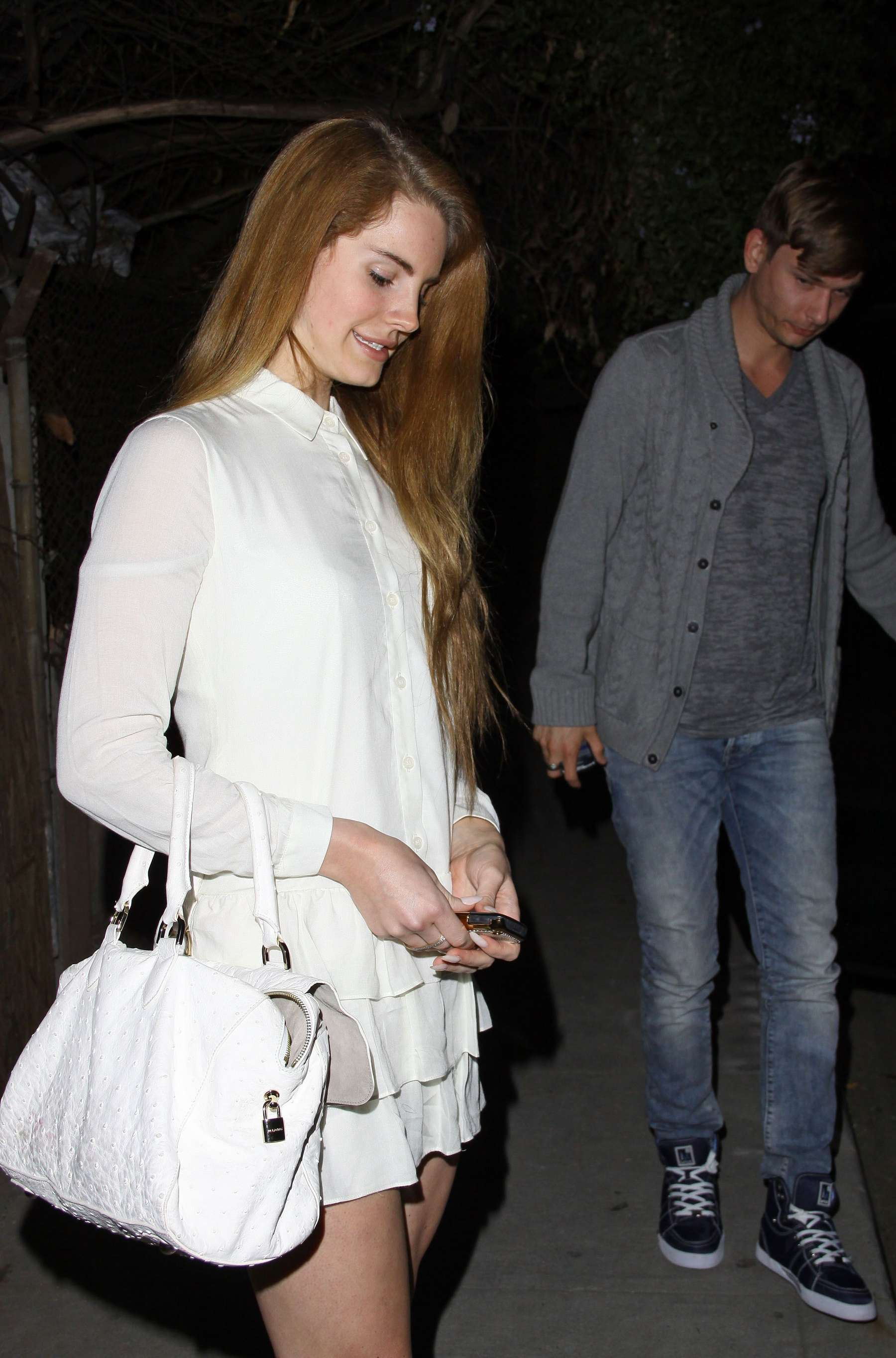 lana del rey legs at the chateau marmont 02 gotceleb
